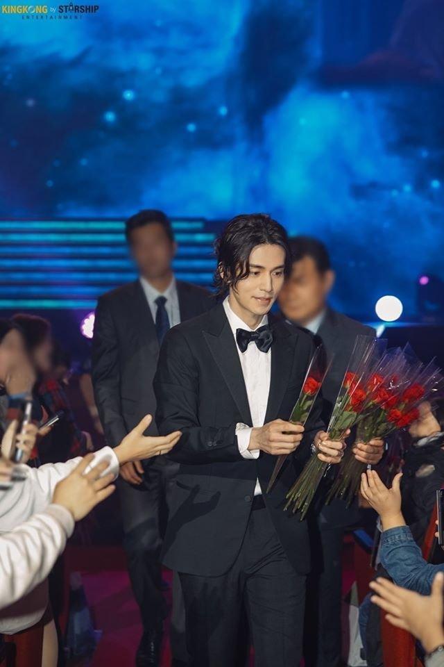 'Thần chết' Lee Dong Wook đẹp như nam thần công sở hồn triệu fans Ảnh 7
