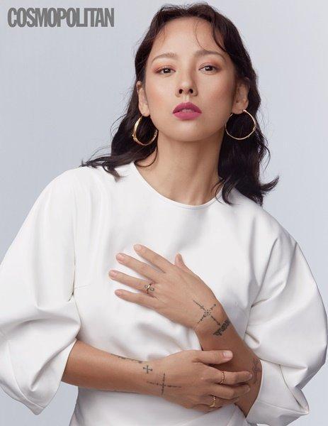 Tạp chí tháng 12: Lee Dong Wook để tóc dài 'thướt tha', Shin Min Ah - Kim Woo Bin kết hôn vào năm sau? Ảnh 17