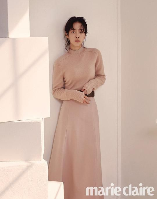Tạp chí tháng 12: Lee Dong Wook để tóc dài 'thướt tha', Shin Min Ah - Kim Woo Bin kết hôn vào năm sau? Ảnh 8