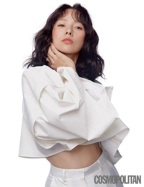 Tạp chí tháng 12: Lee Dong Wook để tóc dài 'thướt tha', Shin Min Ah - Kim Woo Bin kết hôn vào năm sau? Ảnh 15