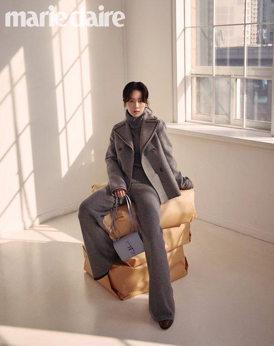 Tạp chí tháng 12: Lee Dong Wook để tóc dài 'thướt tha', Shin Min Ah - Kim Woo Bin kết hôn vào năm sau? Ảnh 7