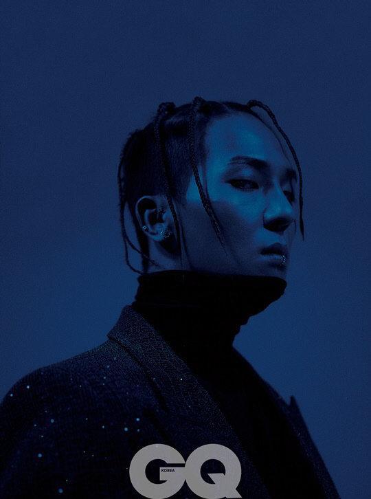 Tạp chí tháng 12: Lee Dong Wook để tóc dài 'thướt tha', Shin Min Ah - Kim Woo Bin kết hôn vào năm sau? Ảnh 3