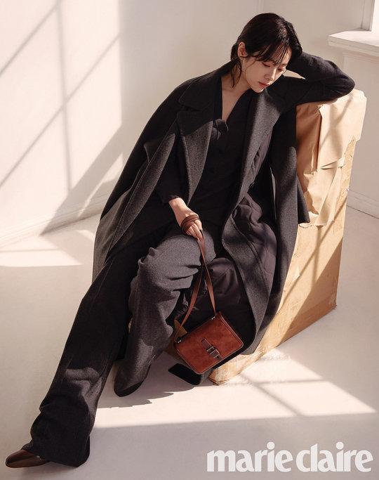 Tạp chí tháng 12: Lee Dong Wook để tóc dài 'thướt tha', Shin Min Ah - Kim Woo Bin kết hôn vào năm sau? Ảnh 10
