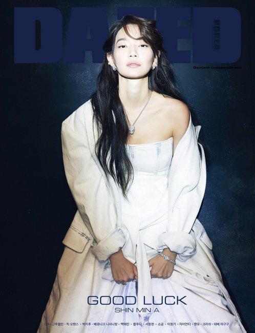 Tạp chí tháng 12: Lee Dong Wook để tóc dài 'thướt tha', Shin Min Ah - Kim Woo Bin kết hôn vào năm sau? Ảnh 13