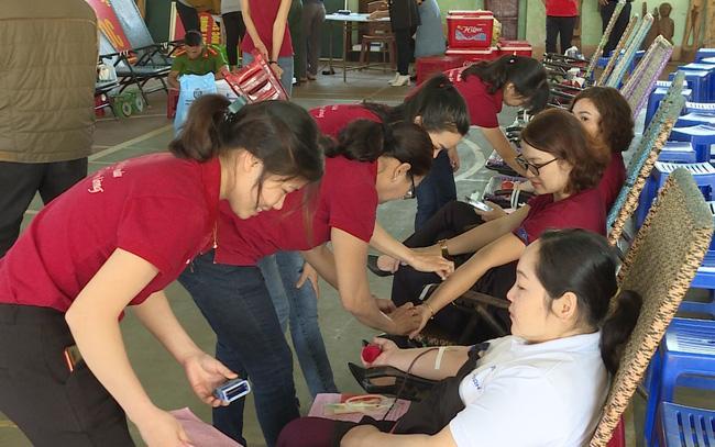 Gia Lai: Hàng trăm người tham gia hiến máu tình nguyện Ảnh 1