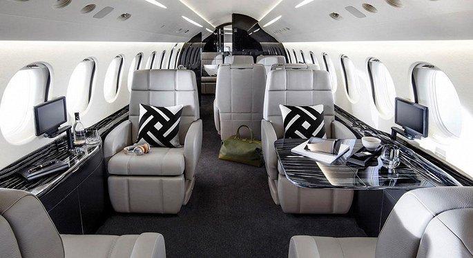 'Soi' hai mẫu máy bay riêng giá hàng chục triệu USD đại gia Việt vừa tậu Ảnh 6