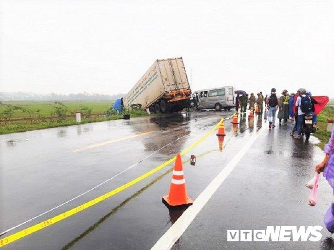 Hiện trường container tông trực diện xe khách khiến 13 nguời thương vong Ảnh 8