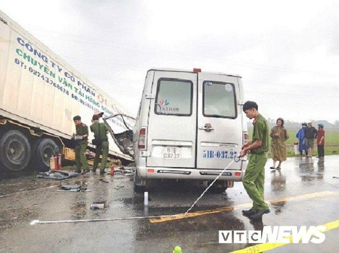 Hiện trường container tông trực diện xe khách khiến 13 nguời thương vong Ảnh 4