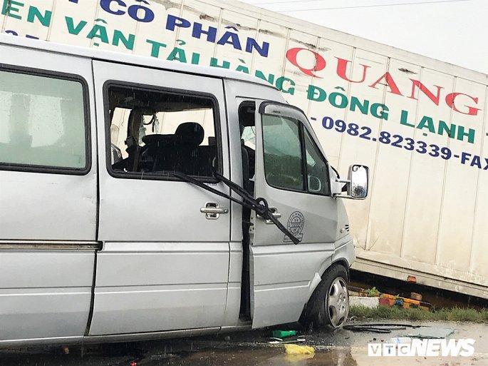 Hiện trường container tông trực diện xe khách khiến 13 nguời thương vong Ảnh 2