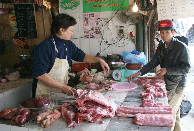 Giá thịt lợn cao, người dân rủ nhau mua gom lợn quê Ảnh 2