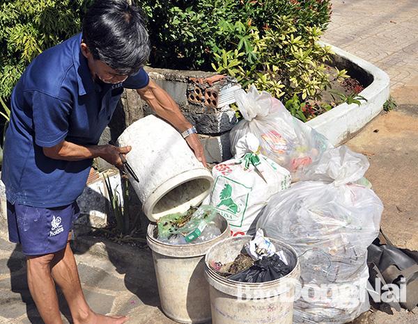 Khổ vì rác không được thu gom Ảnh 2