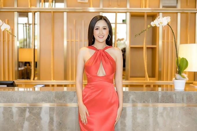 Mai Phương Thúy mặc váy khoét ngực khoe vòng 1 sexy Ảnh 1