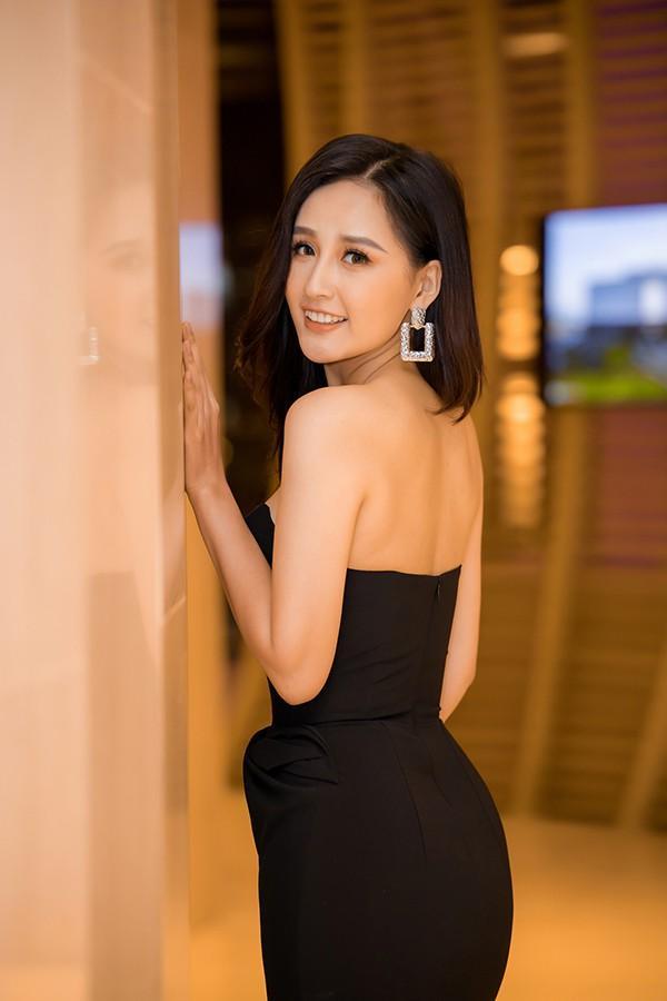 Mai Phương Thúy mặc váy khoét ngực khoe vòng 1 sexy Ảnh 9