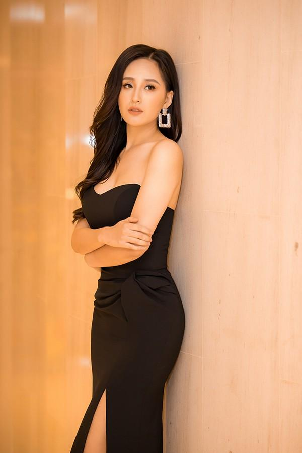 Mai Phương Thúy mặc váy khoét ngực khoe vòng 1 sexy Ảnh 8