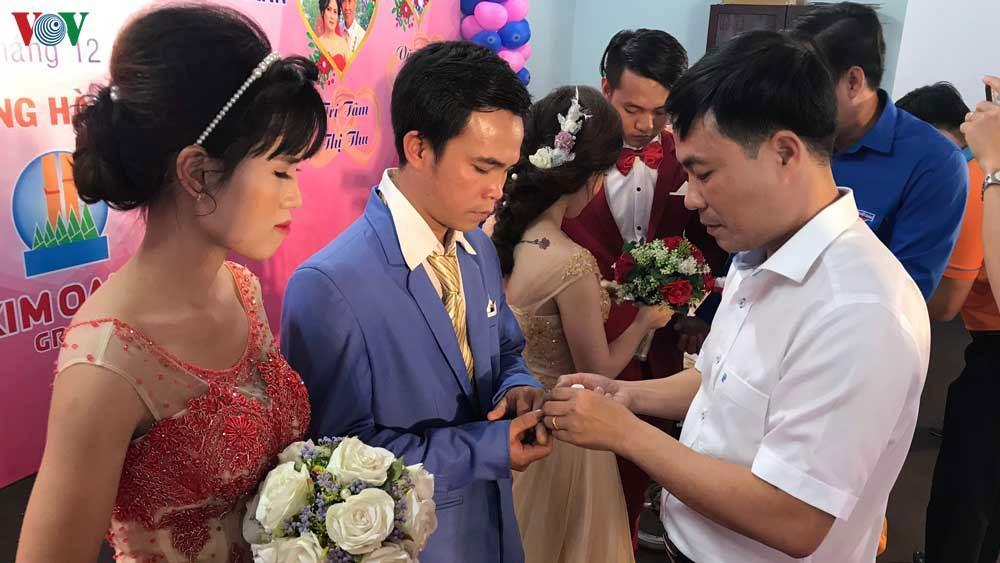 Xúc động lễ cưới tập thể cho công nhân khó khăn và người khuyết tật Ảnh 2