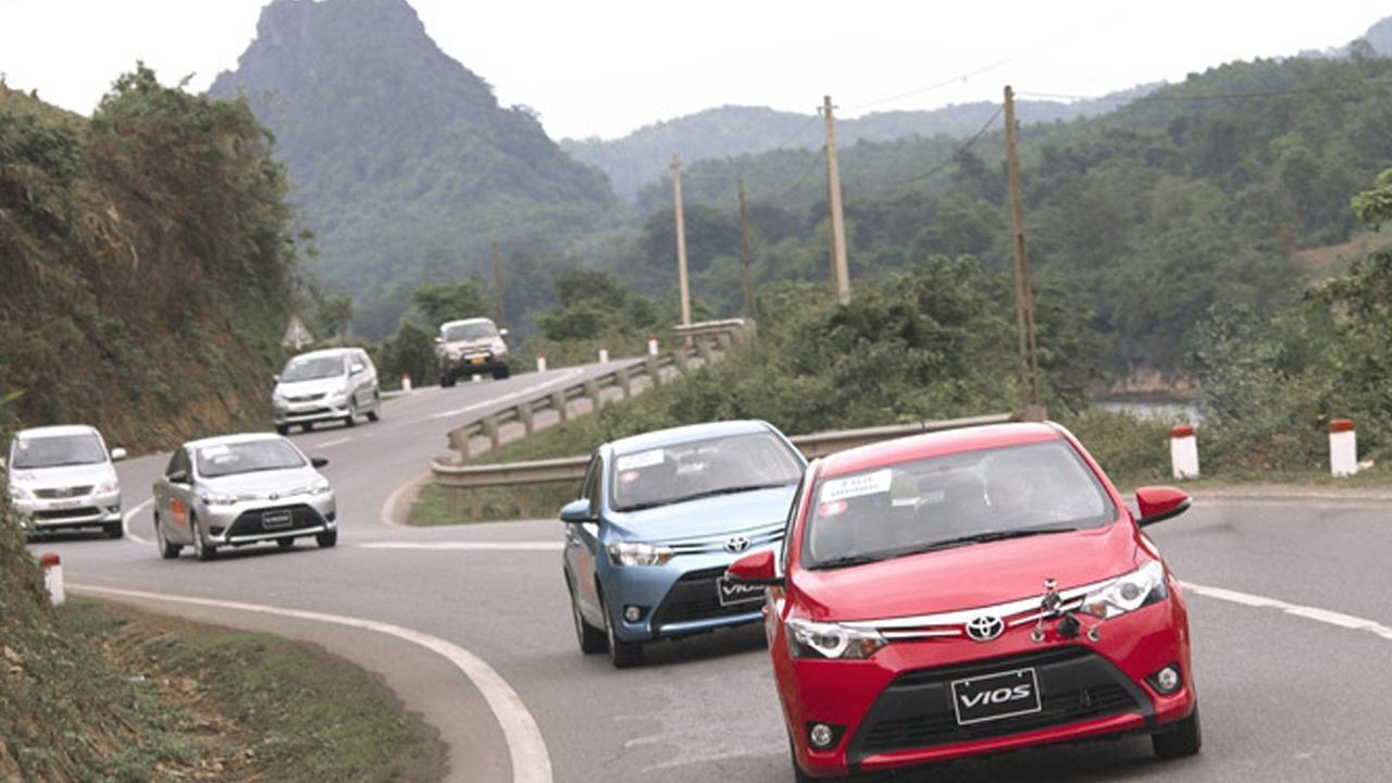 Kỹ năng lái xe trên những đoạn đường cua, dốc Ảnh 1