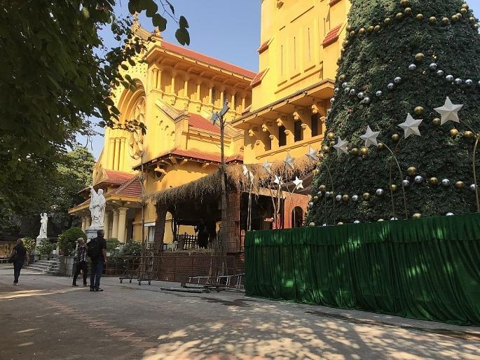 Các nhà thờ ở Hà Nội nhộn nhịp, trang hoàng chờ đón Giáng sinh Ảnh 7