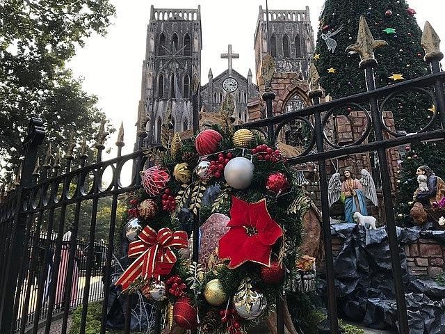 Các nhà thờ ở Hà Nội nhộn nhịp, trang hoàng chờ đón Giáng sinh Ảnh 4