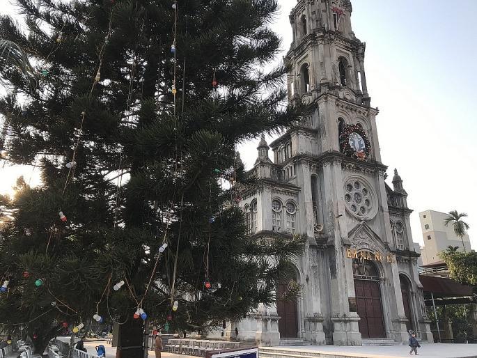 Các nhà thờ ở Hà Nội nhộn nhịp, trang hoàng chờ đón Giáng sinh Ảnh 14