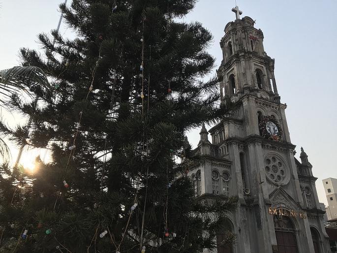 Các nhà thờ ở Hà Nội nhộn nhịp, trang hoàng chờ đón Giáng sinh Ảnh 16