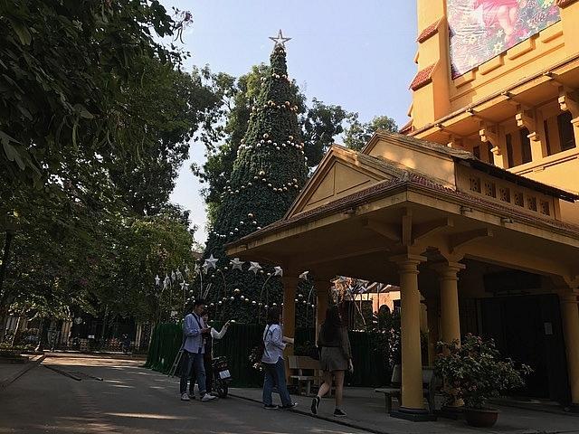 Các nhà thờ ở Hà Nội nhộn nhịp, trang hoàng chờ đón Giáng sinh Ảnh 12