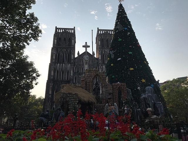 Các nhà thờ ở Hà Nội nhộn nhịp, trang hoàng chờ đón Giáng sinh Ảnh 1