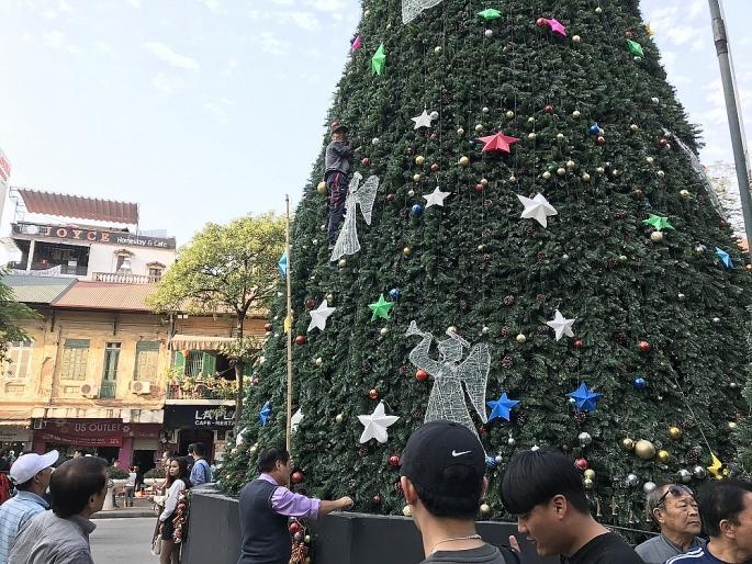 Các nhà thờ ở Hà Nội nhộn nhịp, trang hoàng chờ đón Giáng sinh Ảnh 5