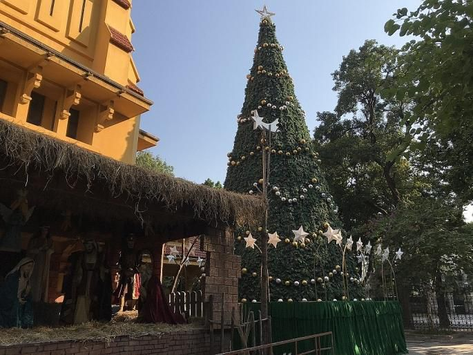 Các nhà thờ ở Hà Nội nhộn nhịp, trang hoàng chờ đón Giáng sinh Ảnh 9