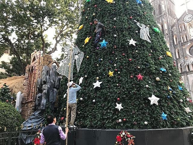 Các nhà thờ ở Hà Nội nhộn nhịp, trang hoàng chờ đón Giáng sinh Ảnh 3