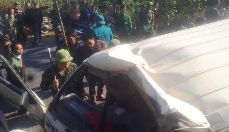 Lật xe chở đoàn từ thiện, 9 người thương vong Ảnh 2