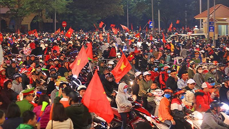 Hàng chục 'quái xế' bị tuýt còi sau chiến thắng của U22 Việt Nam Ảnh 1