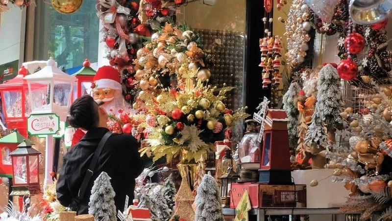 Sôi động thị trường đồ trang trí Giáng sinh Ảnh 1