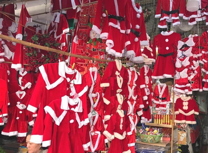 Sôi động thị trường đồ trang trí Giáng sinh Ảnh 2