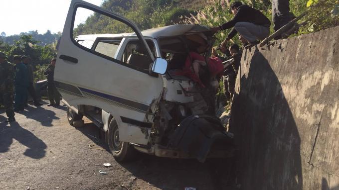 Xe chở đoàn người khuyết tật mất lái đâm vào vách núi, 8 người thương vong Ảnh 1