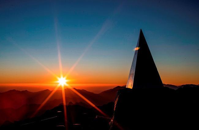 Vẻ đẹp của 'đỉnh núi bạc' Fansipan trong mùa đông Ảnh 1