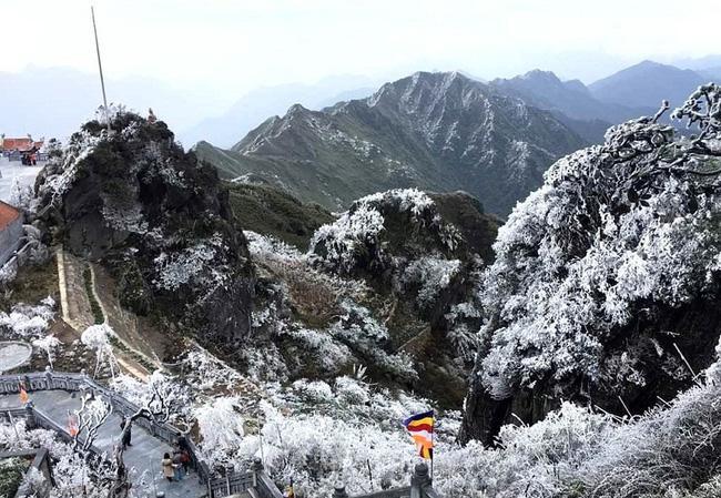 Vẻ đẹp của 'đỉnh núi bạc' Fansipan trong mùa đông Ảnh 4