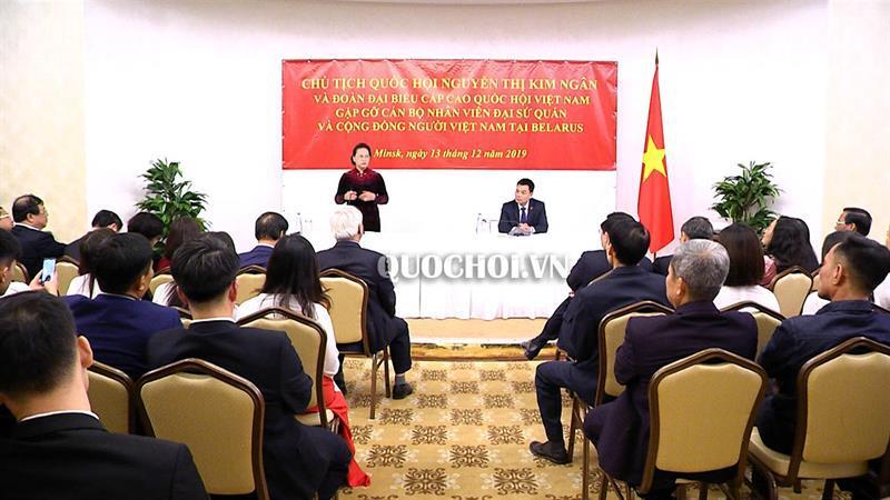 Chủ tịch Quốc hội Nguyễn Thị Kim Ngân gặp gỡ cán bộ Đại sứ quán và đại diện cộng đồng người việt tại cộng hòa belarus Ảnh 4