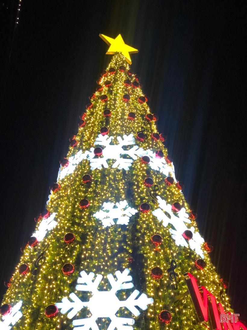 'Lạc bước' vào không gian đón mừng Giáng sinh 2019 tại Hà Tĩnh Ảnh 1