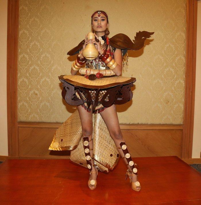 Thúy An trình diễn 'Điểu tinh đoạt công chúa': Đẹp - Độc đáo - Quyết giật giải Best National Costume! Ảnh 5