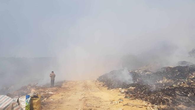 Bãi rác Cam Ly cháy 4 ngày, Giám đốc Sở TN&MT khẳng định không có Ảnh 1