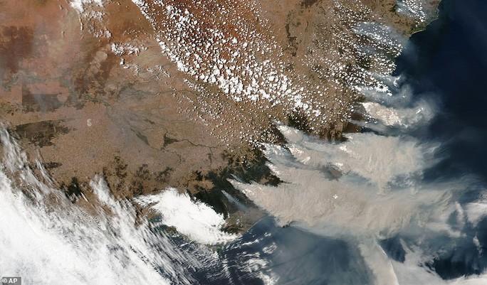 Những hình ảnh đáng kinh ngạc của cháy rừng Úc nhìn từ trên cao Ảnh 3