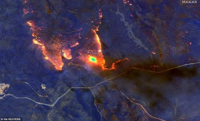 Những hình ảnh đáng kinh ngạc của cháy rừng Úc nhìn từ trên cao Ảnh 1