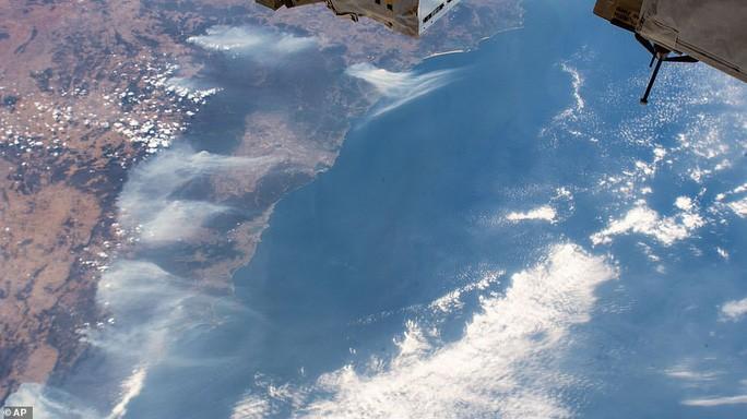 Những hình ảnh đáng kinh ngạc của cháy rừng Úc nhìn từ trên cao Ảnh 5