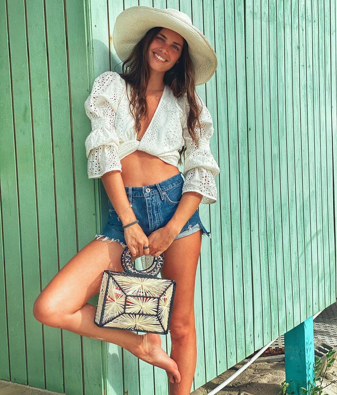 Sara Sampaio thả dáng nuột eo thon với bikini quyến rũ ngất ngây Ảnh 7