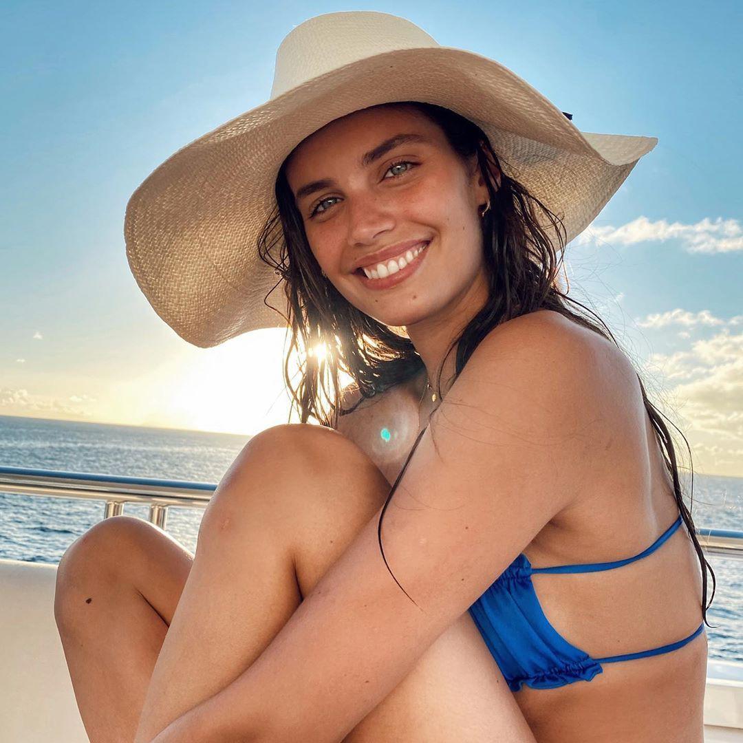 Sara Sampaio thả dáng nuột eo thon với bikini quyến rũ ngất ngây Ảnh 3