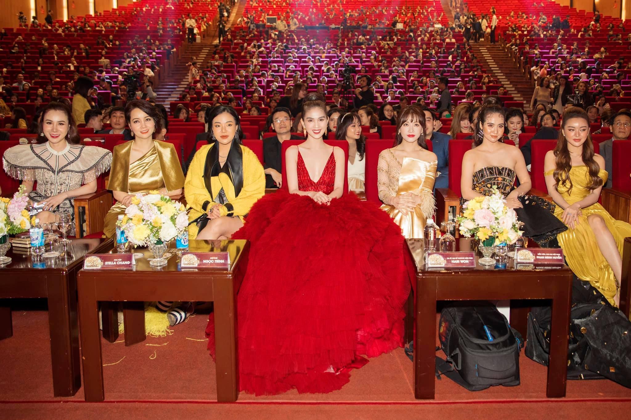 Chán hở bạo, Ngọc Trinh diện váy đỏ hóa thành công chúa lộng lẫy Ảnh 3