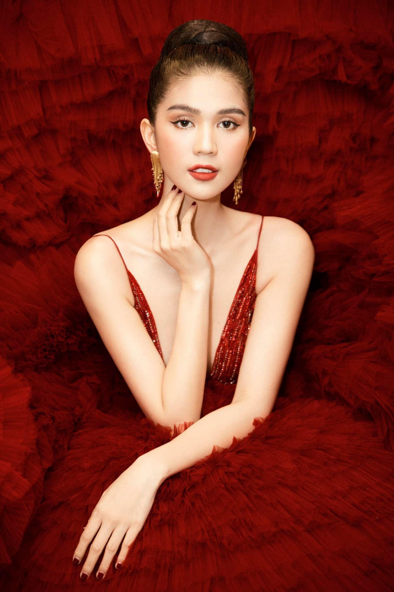 Chán hở bạo, Ngọc Trinh diện váy đỏ hóa thành công chúa lộng lẫy Ảnh 4