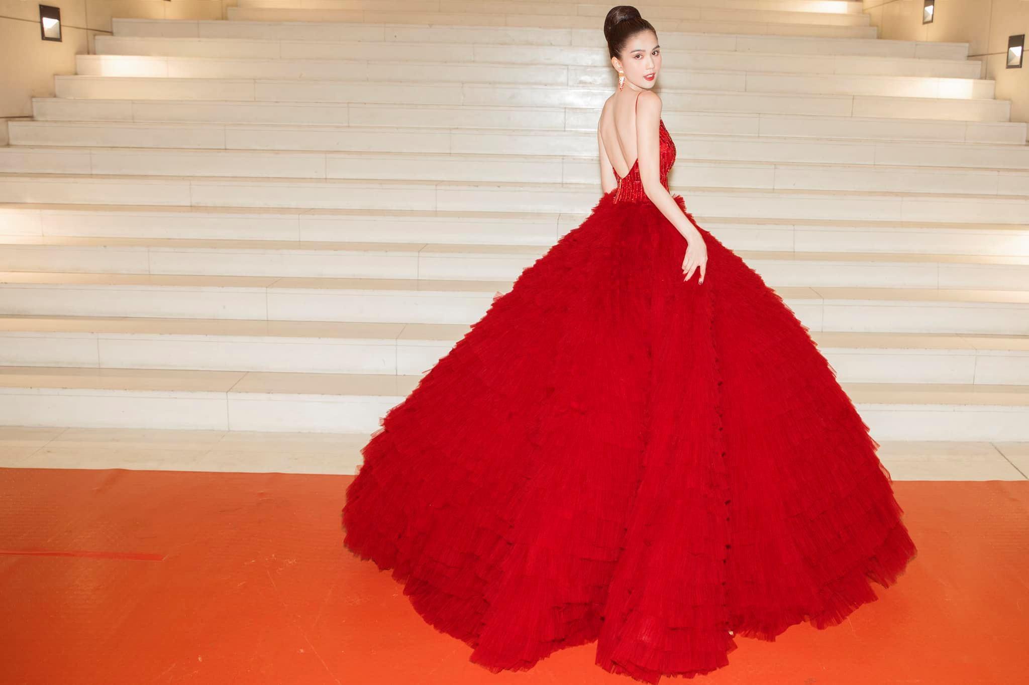 Chán hở bạo, Ngọc Trinh diện váy đỏ hóa thành công chúa lộng lẫy Ảnh 5
