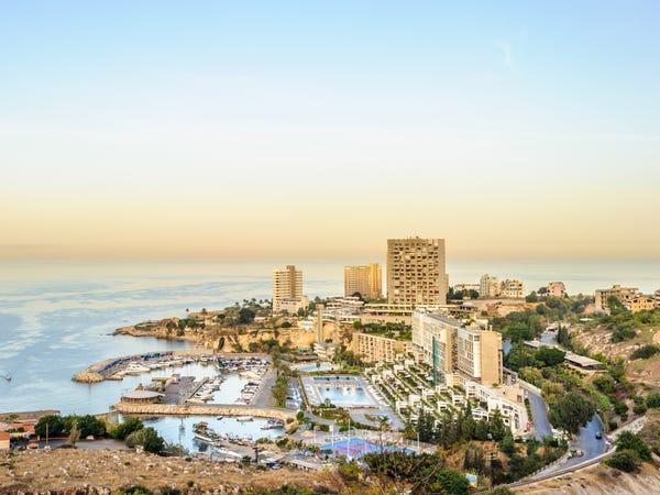 Có gì trong khu phố đắt đỏ ở Lebanon mà cựu CEO Nissan trốn sang? Ảnh 14