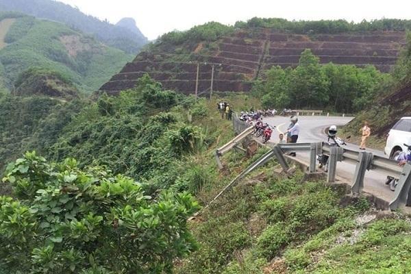 Xe bán tải lao xuống vực sâu ở Quảng Bình, tài xế tử vong Ảnh 1